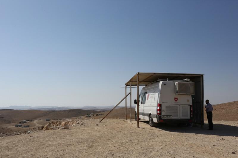 Das Arztmobil der Geburtsklinik Zur Heiligen Familie in Bethlehem nahe eines Beduinendorfes.
