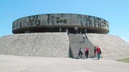Mausoleum auf dem Gelände des ehemlaigen Konzentrationslagers Majdanek bei Lublin in Polen.