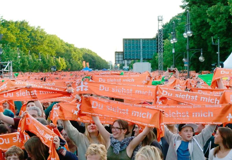 Das große Wise-Guys-Konzert auf der Bühne am Brandenburger Tor.