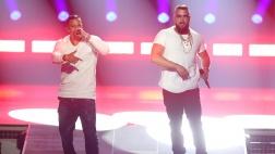 Kollegah (r) und Farid Bang singen bei der 27. Verleihung des Deutschen Musikpreises Echo.