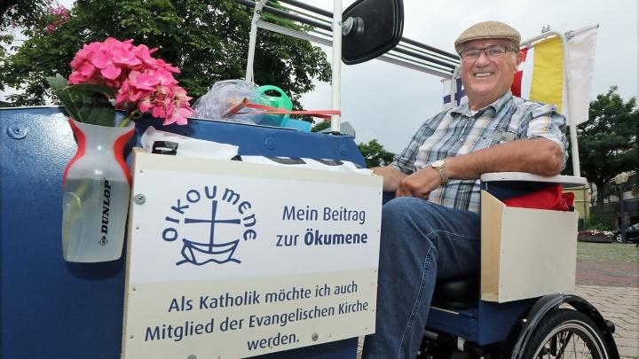 Herbert Kessen wirbt mit einer Rad-Pilgerfahrt nach Wittenberg für Kirchen-Doppelmitgliedschaft.