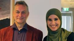 Der evangelische Krankenhausseelsorger und Pfarrer Winfried Hess und die muslimische Seelsorgerin Rabia Bechari von Salam e.V. im Markuskrankenhaus im Oktober 2016.