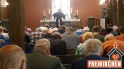 Kirchengemeinde beim Gottesdienst in der SELK Verden.