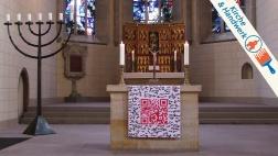 QR-Code am Nonnenaltar mit Hochaltar im Kloster St. Marienberg in Helmstedt.