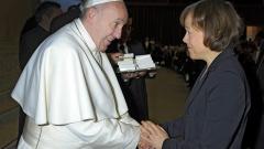 Papst Franziskus begrüßt im Vatikan die stellvertretende Ratsvorsitzende der Evangelischen Kirche in Deutschland (EKD), die Präses der Evangelischen Kirche von Westfalen, Annette Kurschus.
