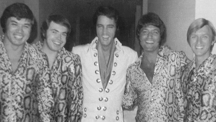 "Elvis Presley mit seinem Gospel-Quartett ""The Imperials""."