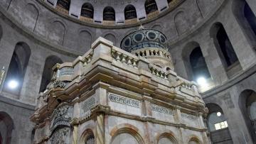 Die Kapelle mit der Grabesgrotte in der Grabeskirche in Jerusalem. Rechtzeitig vor Ostern werden die Restaurierungen in der Jerusalemer Grabeskirche fertig - dort, wo der Überlieferung zufolge Jesus nach seiner Kreuzigung zu Grabe gelegt wurde.