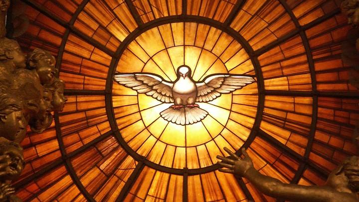 Taubendarstellung im Petersdom in Rom