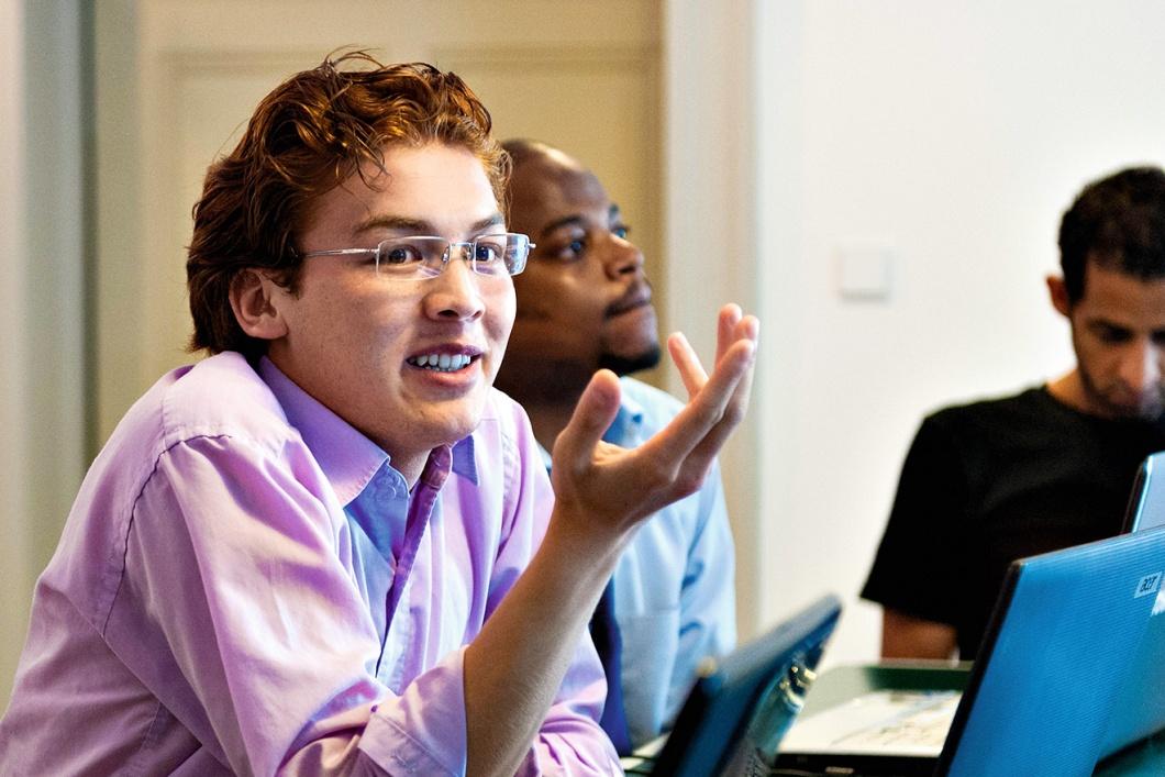 Weiterbilden in Deutschland: Mortaza Rahimi bei einem Workshop für Blogger.