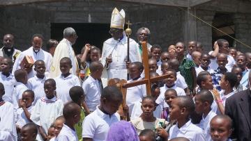 Fredrick Shoo, Bischof der Norddiözese und Vorsitzender der  des ELCT, nach einem Kindergottesdienst.