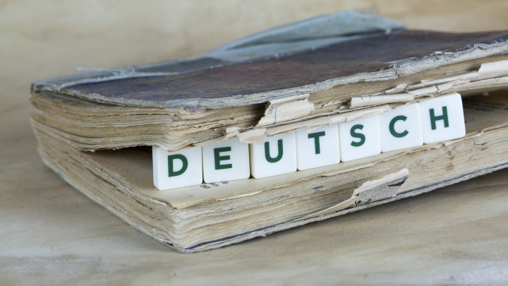Die Bibelübersetzung durch Martin Luther wird als ein Meilenstein in der deutschen Geschichte gelobt.