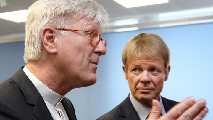 EKD-Ratsvorsitzender Heinrich Bedford-Strohm (links) und der DGB-Vorsitzende Reiner Hoffmann bei der Gründung der Allianz für Weltoffenheit, Solidarität, Demokratie und Rechtsstaat in Berlin.