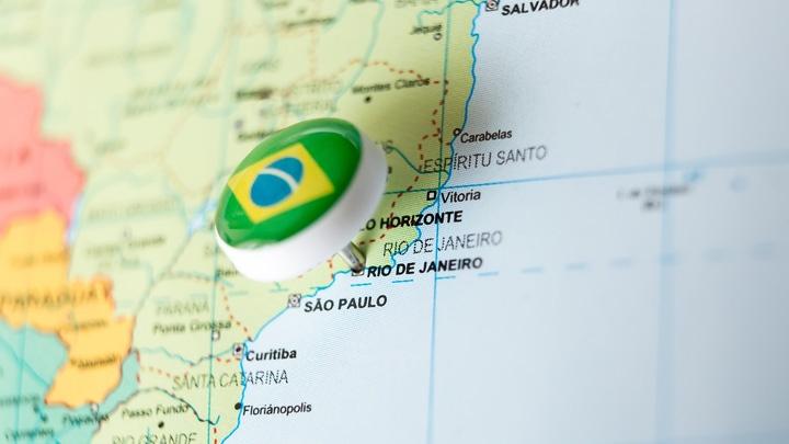 Landkarte mit Pin auf Rio de Janeiro.