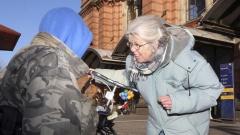 Die ehrenamtliche Obdachlosenärztin Gabriele Steinbach (69) besucht am 07.02.18 Obdachlose in der Bremer Innenstadt