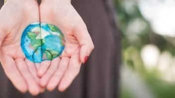Klimaschutz ist eine Aufgabe, die alle Menschen gleichzeitig angeht.