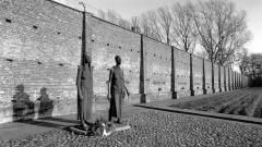 Gedenkstätte auf dem Gelände des ehemaligen Frauen-Konzentrationslagers Ravensbrück (Foto 1995).