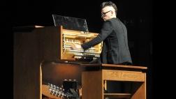 Der US-amerikanische Organist Cameron Carpenter.