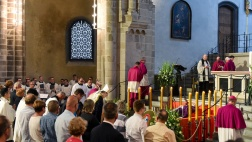 Der Kölner Erzbischof Rainer Maria Woelki hat am Freitagabend bei einer Vesper in der Kölner Kirche St. Gereon seinen Amtsvorgänger, den verstorbenen Kardinal Joachim Meisner, gewürdigt.