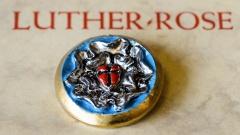 Die Lutherrose war das Siegel, das Martin Luther (1483-1546) ab 1530 fuer seinen Briefverkehr verwendete.