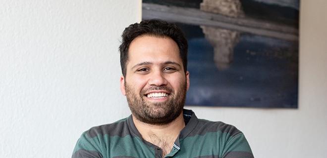 Iman T. im Wohnzimmer