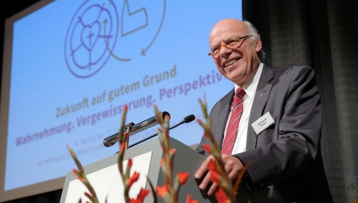 Gerhard Ulrich, Landesbischof der Nordkirche und Leitender Bischof der VELKD, bei seinem Bericht vor der Generalsynode