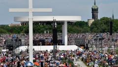 Der Abschlussgottesdienst des Kirchentags 2017 beim Reformations-Festwochenende auf den Elbwiesen in Wittenberg.
