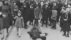 Ein Opfer von Hunger und Typhus im Warschauer Ghetto