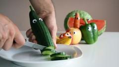 Gemüse sieht seinem Schicksal ins Auge