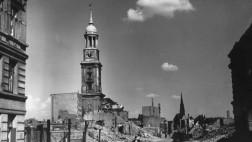 Hamburg, Michaeliskirche / Foto 1945