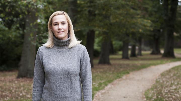 Bettina Wulf im Wald