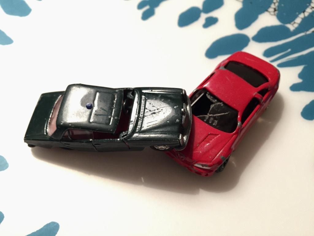 Zwei kaputte Autos