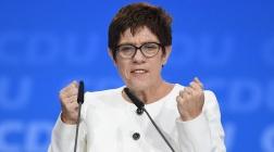 """Annegret Kramp-Karrenbauer sagt """"Nein"""" zur Abschaffung des Werbeverbots für Schwangerschaftsabbrüche."""
