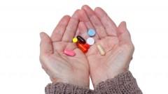 Wechselwirkungen von Medikamenten gefährden Ältere