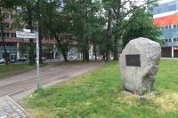 Der Hermann-Stöhr-Platz in Berlin mit der Gedenktafel.
