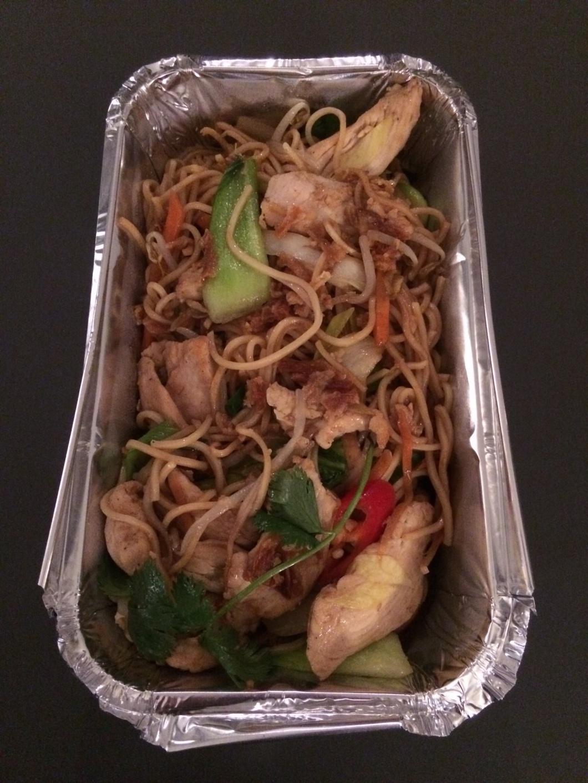 Vietnamesisches Essen in Aluschale