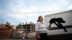 Unter der Roma Minderheit im Kosovo herrscht eine Arbeitslosigkeit von über 90%, so haben Kadiras Eltern wenig Aussichten auf einen Job.