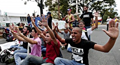 Studenten demonstrieren gegen den venezolanischen Präsidenten Maduro.
