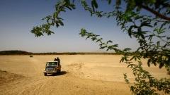 Einsatzkräfte der sudanesischen Grenzpolizei patrouillieren an der sudanesisch-eritreischen Grenze bei Kassala und suchen nach Flüchtlingen, die illegal die Grenze zum Sudan überqueren.
