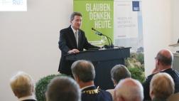 Im April 2017 wurde Wolfgang Huber bereits mit der Ehrendoktorwürde der Ruhr-Universität Bochum geehrt