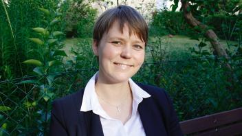 Pfarrerin werden -  Pfarrerin sein. Irmela Büttner findet ihren Beruf: Das Vorsprechen für die erste Stelle.