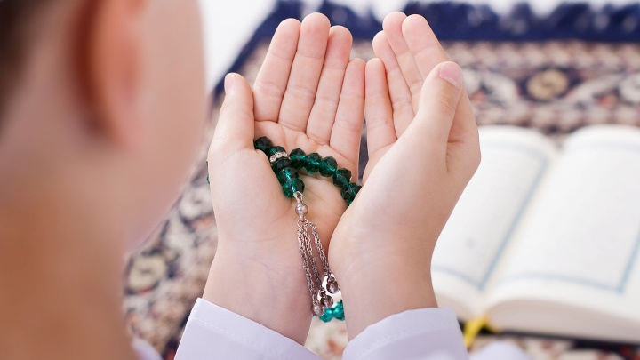 Kontroverse Diskussion über den Reformbedarf innerhalb des Islam diskutiert und über die Unterscheidung zwischen einem ethischen zeitlosen Koran und dem politischen Koran.