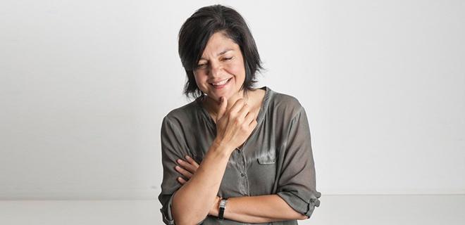 Jasmin Tabatabai lächelt