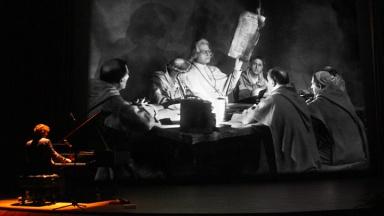 Stephan Graf von Bothmer begleitet den Luther-Stummfilm musikalisch.
