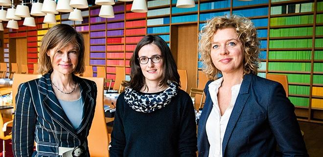 Die Mütter Juliane Kokott, Ioanna Dervisopoulos und Lisa Ortgies in der Begegnung
