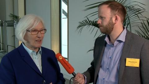 Irmgard Schwaetzer mit evangelisch.de-Redakteur Markus Bechtold