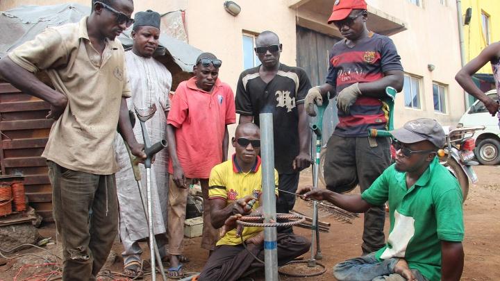 Die meisten Behinderten in Nigeria leben vom Betteln - mehr schlecht als recht. Doch auch diejenigen, die das Glück eines Berufs haben, müssen kämpfen.