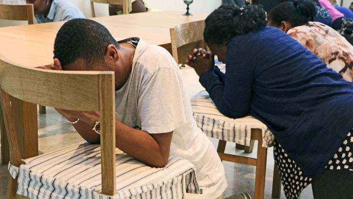 Eritreische Christen bei einem geheimen Treffen.