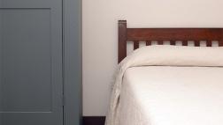 Schlichtes Schlafzimmer