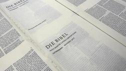 Andruck der neuen Lutherbibel am 16.06.2016 in der Druckerei C.H. Beck in Nördlingen
