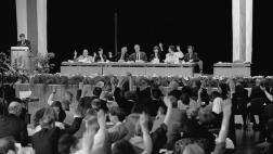 Das neu gewählte gesamtdeutsche Präsidium und Synodale am 30.06.1991 bei der Verabschiedung einer Erklärung zur sozialen Situation in Ostdeutschland.